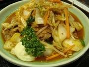 豚肉と白菜を炒めるというより、じっくり煮込み、白菜のエキスと濃厚特製キムチソースが絡んだ旨辛の一品。