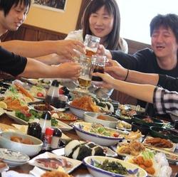 料理は10品。おすすめ料理をを組み合わせたコラボプラン。飲み放題と組んでも3500円