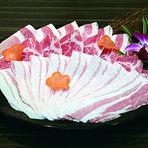 旬の前菜四種盛り・お刺身・本日の一品・黒豚・旬の厳選野菜・〆麺(石州麺)・デザートが付きます。