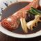 一匹まるまる煮込んで魚の旨みも出ている『金目鯛の煮付け』
