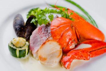 魚料理は市場の仕入れによりメニューが決まります。新鮮な海の幸をお楽しみ下さい。