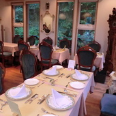 「エルブの森」に位置するレストランです。