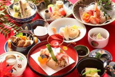 懐石料理(写真は8000円)