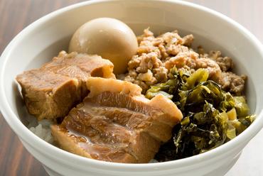 台湾の屋台料理『魯肉飯(ルーローハン』