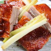 岩手産地鶏を山椒を利かしてオーブンでパリッと焼き上げています