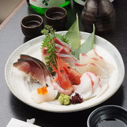 鮨屋で修業したご主人の確かな目と舌で選んだ、旬魚をお楽しみください!