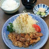 飯田千代幻豚使用の生姜焼定食は人気の一品です。