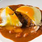 手作りのデミグラスソースと卵でトロリーと召し上がってください。
