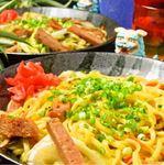 沖縄そばの麺を使ってポークや野菜を炒めた定番メニュー