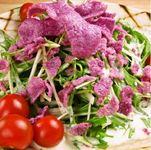 紫の正体は、紅イモです。見てるだけでも美味しいカラフルサラダ