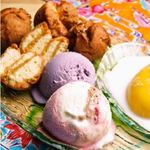 沖縄の国道で青年達が売っている、濃厚な味のアイス。 各種