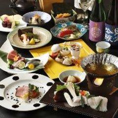 旬の食材をふんだんに使用し、華月ならでは季節の会席をご用意しました。 お祝い各種、大切な接待などに。
