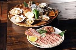 北海道を代表する毛蟹をはじめブランド牛の特選黒毛和牛「仙台牛」にきっと舌鼓を打つこと請け合いです。