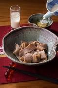 全粒粉でうどんを打つこと自体不可能とさえ言われてきました。 北海道産の小麦で香り高く滋味深い体が喜ぶような美味しさを追求して開発致しました。(特許取得第5412699号) まずはそのままお召し上がり下さい。