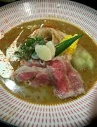 米沢牛と夏野菜を大胆に使いスパイス薫る爽やかな辛さの冷たいカレーうどんです。