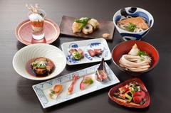 季節の野菜や鮮魚、米沢牛を独自の手法で仕上げコース仕立てで召し上がれ!是非 自慢の美酒と共に!