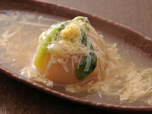 玉ねぎの丸ごとスープ煮湯葉あんかけ