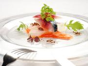 マリネして旨味を引き出した鯖と優しい味の冬瓜に、甘みを増した赤万願寺の滑らかなソースと絶妙にマッチ。