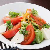 トマトとモッツァレラのサラダ~しそ風味~ 750円