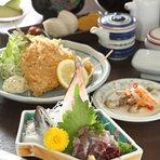 あじのタタキ・あじフライ・かまぼこ・あじのマリネ・ご飯・味噌汁・香の物・デザート