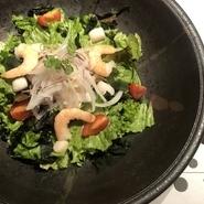 海老のサクサク食感とお野菜をフレンチドレッシングでどうぞ♪