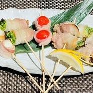 さつま芋を丸ごと使用し、くり抜いたところに甘めのさつまいもとチーズがとろ~りと合わさったオリジナルグラタン。