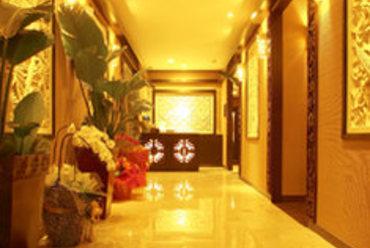 高級リゾートホテルのロビーをイメージしたエントランス