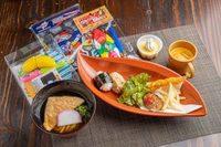 (おもちゃ付)おにぎり/鶏唐揚げ/ハンバーグ/ポテト/茶碗蒸し/ミニ麺/プリン/野菜&フルーツジュース