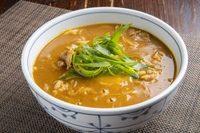 昆布と数種のかつお節から取る、和風だしと玉ねぎの甘みが引き立つ特製カレー出汁がうどんに良くあいます