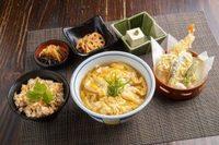 ミニ玉子とじうどん(そば)/日替り1品/豆腐/天ぷら/漬物/かやくご飯
