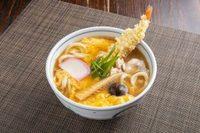鶏肉・海老天・竹の子・椎茸を具材に玉子でとじた逸品