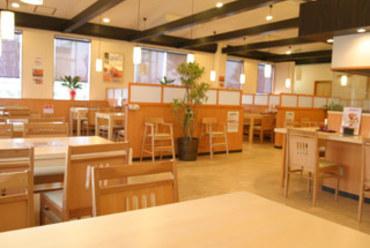 テーブル席のほか、堀りコタツ式の半個室座敷もございます。