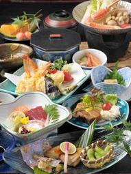 ご家族、ご親族の節目の食事会 テーブル席 送迎バス しっかりとした日本料理をご提供させて頂きます。