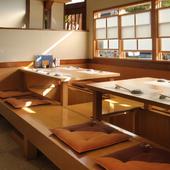 足元もゆったりと座れる掘り炬燵式のお座敷席もございます。