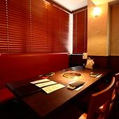 接待・会食での利用も多い、広々とした落ち着きある雰囲気
