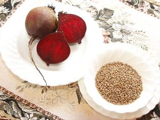 ベラルーシ料理の定番食材「ビーツ」と「そばの実」