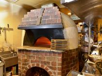 絶品料理を生み出す薪窯