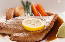脂ののった腹部を醤油ベースで食す『まぐろのわさびステーキ』