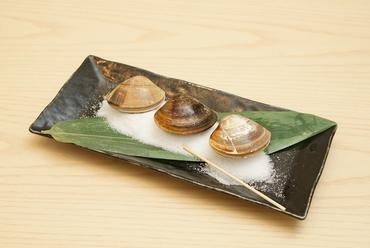 地元で獲れた新鮮な蛤を香ばしく味わう『桑名産焼蛤(3ヶ)』