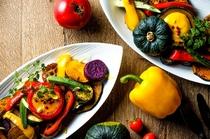 すべてが手仕込みの安心、安全な野菜とともに…
