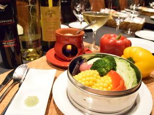 『蒸し野菜のバーニャカウダ さっぱり塩麹のソース添え』