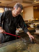 その日届いた瀬戸内海の天然活魚を、目の前で調理