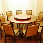 ちょっとしたお食事会や接待にもぴったりの円卓個室。他にもお座敷個室や気軽に楽しめるテーブル席、BOX席もございます。ランチやご宴会、各種シーンに是非ご利用ください♪