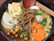 特製みそ、山梨県産有機栽培の季節野菜をたっぷり入れ煮込んだ郷土料理をご賞味下さい。