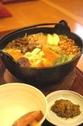山梨県産富士桜ポーク、柔らかくスープに肉汁が溶け込む肩ロースの部分を使用。是非一度ご賞味下さいませ。