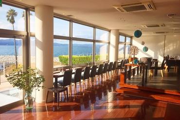 目前に別府湾の大パノラマが広がるフレンチレストラン