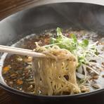 ゴマの風味と麺・スープをバランス良く合わせた坦々麺。