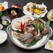 海のミネラルたっぷり詰まった、新鮮魚介の弾力と甘みを存分に味わえます。シンプルに、レモン・塩でご賞味ください。~全7品~前八寸、造り、吸い物、宝楽焼、食事、漬け物、果物