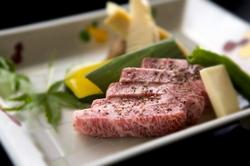 旬の食材をふんだんに使ったお料理でお楽しみください。