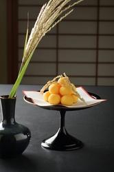 会席料理かお鍋をお選び頂けます。お鍋は寄せ鍋、うどんすき、地鶏の水炊き等よりお選びください。